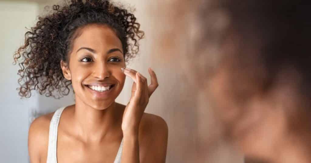 10 best moisturizer for black skin [2021]